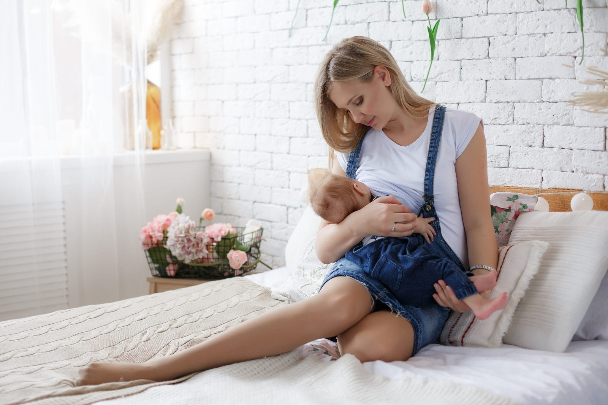 Breastfeeding tips that are a game changer #breastfeedingtips #breastfeedinghacks